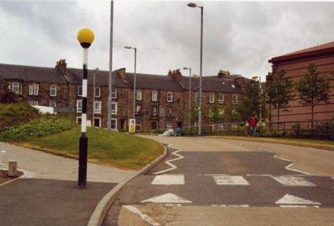 Fußgängerüberweg in der schottischen Kleinstadt Hawik