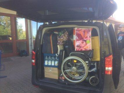 Vollgepackter Mercedesbus bei der Ankunft in Duderstadt