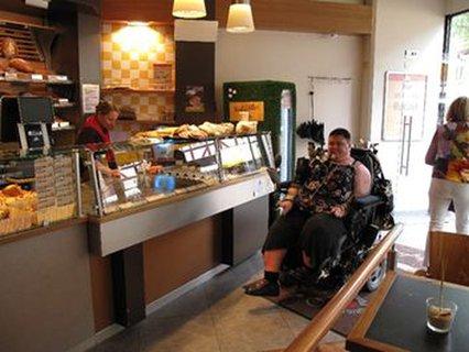 Ohne Barrieren im Café
