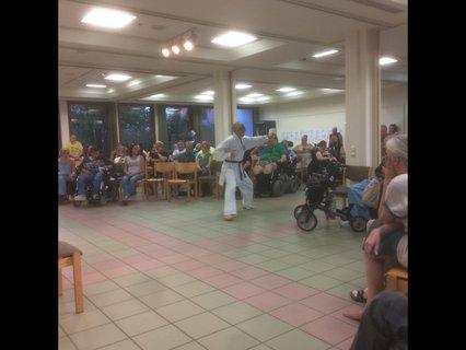 August Buskies bei der Karate-Vorführung am Abschlussabend