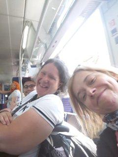 Nicola und Denise aus dem Zug