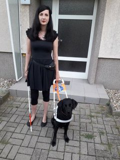 Jennifer Sonntag mit Führhund Paul