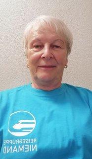 Carola Szymanowicz mit T-Shirt der Reisegruppe Niemand