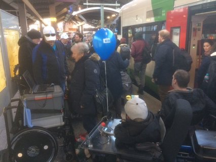 Kundgebung am Erfurter Hauptbahnhof zum Empfang der Reisegruppe