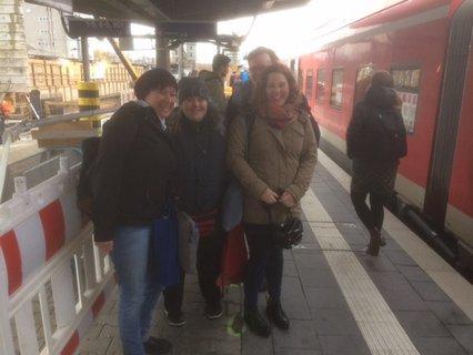 Treffen am Augsburger Hauptbahnhof mit Mitarbeiterinnen des Büros für Leichte Sprache der Caritas