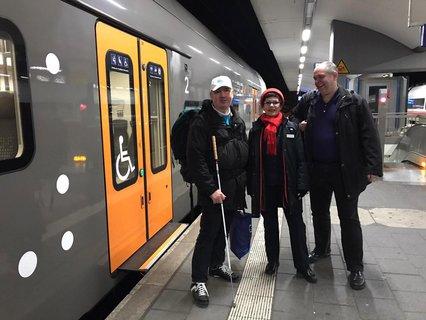 Aytekin Demirbas, Frau Pirot als Blogleserin und Ottmar Miles-Paul als Blogschreiber am Zug in Koblenz