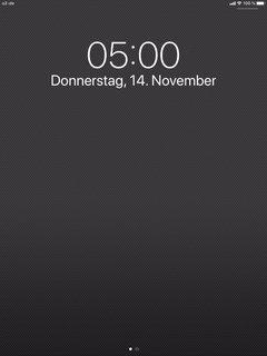 iPad Anzeige zeigt 5:00 Uhr morgens