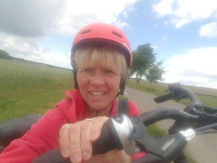 Katrin Gensecke auf Radtour in ihrer Heimatregion bei Gersdorf