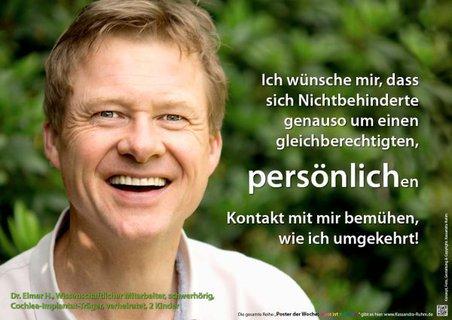 Poster mit lachendem Mann zum Thema Persönlicher Kontakt