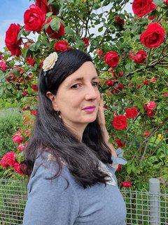 Jennifer Sonntag beim Rosenspaziergang
