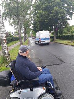 Helmut Stumhofer unterwegs in seinem Stadtteil Wehlheiden in Kassel