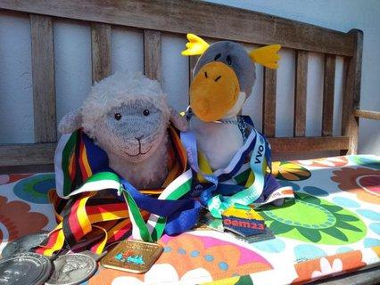 Miss Woelki und Mister Pinguinen mit ihren Medaillen