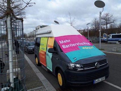 Beschilderter Mehr Barrierefreiheit Wagen