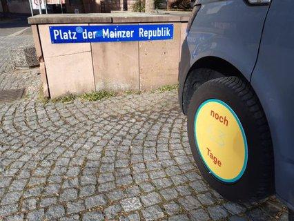 Mehr Barrierefreiheit Wagen am Platz der Mainzer Republik vor dem Landtag