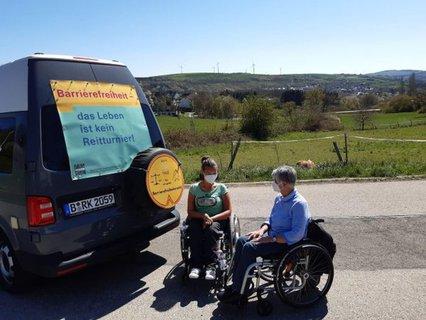 Treff im Grünen von Dr. Sigrid Arnade mit Nancy Poser am Mehr Barrierefreiheit Wagen