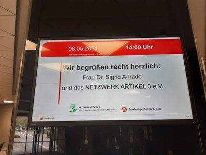 Schild am Eingang der Bundesagentur für Arbeit in Nürnberg: