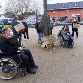 Bild von der Mahnwache für die Getöteten im Potsdamer Oberlinhaus